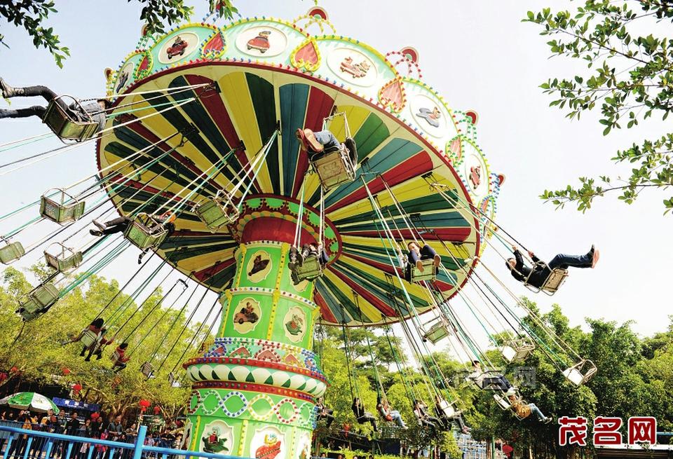 动物园:生动活泼喜洋洋   茂名森林公园占地200多亩,是广东第